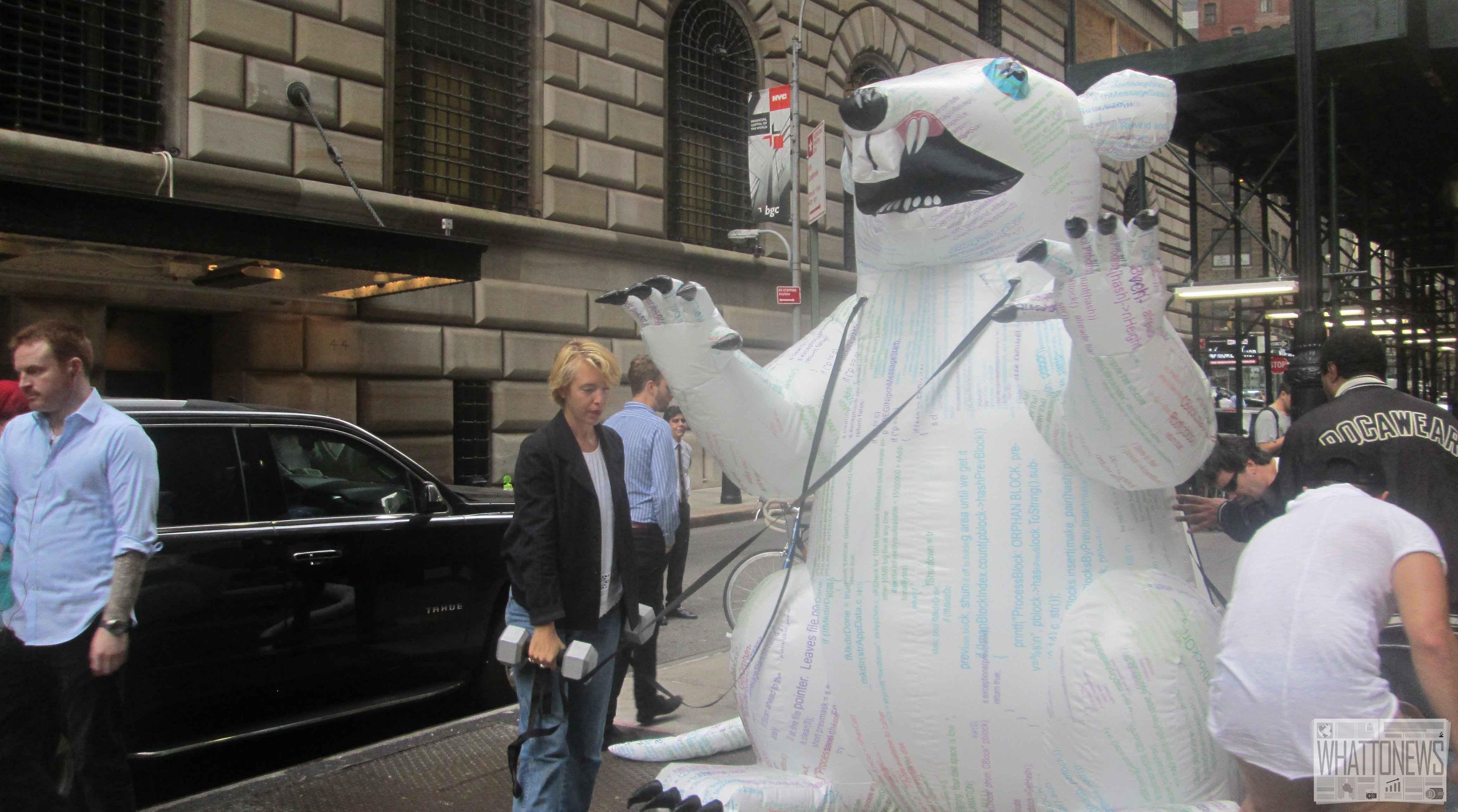 На Уолл-стрит поселилась гигантская «биткоин-крыса». Фото